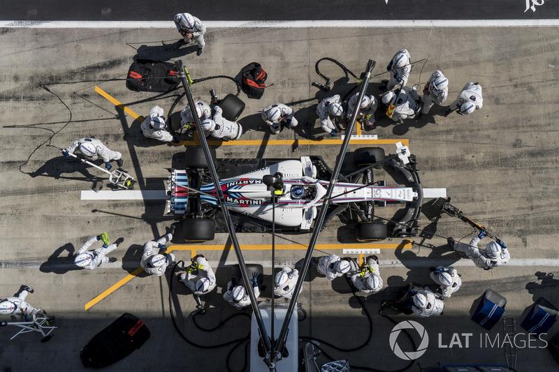 Sergey Sirotkin, Williams FW41, effettua un pit stop