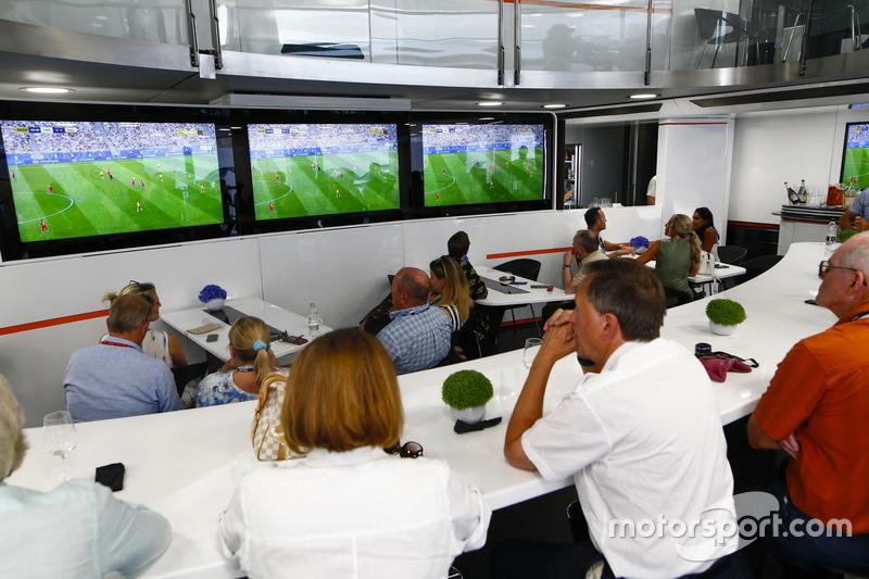 Футбольный матч между сборными Англии и Швеции