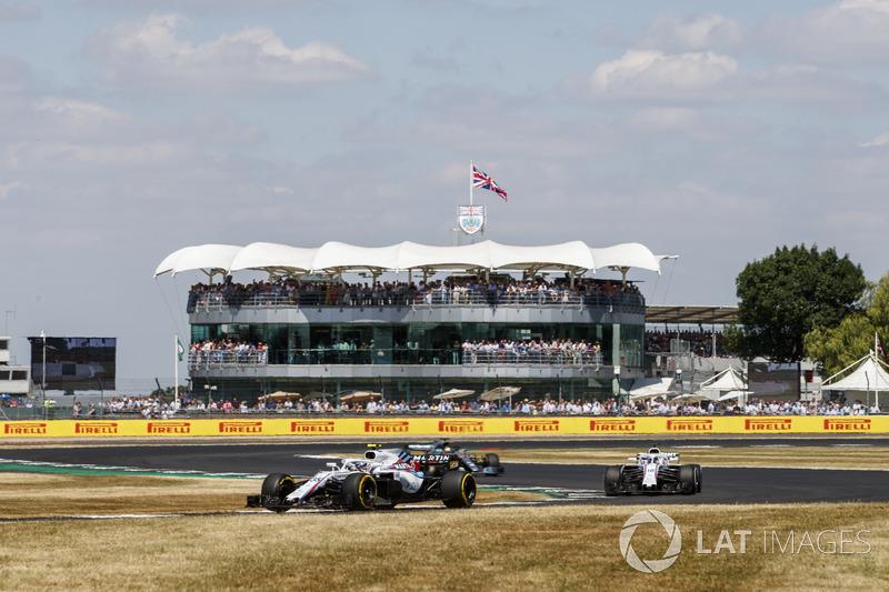 Sergey Sirotkin, Williams FW41, y Lance Stroll, Williams FW41