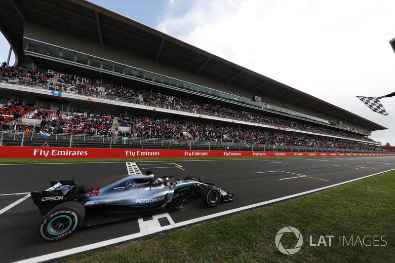 Lewis Hamilton, Mercedes AMG F1 W09, finis pertama
