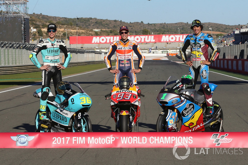 Los campeones de las tres categorías: Moto3 campeón Joan Mir, Leopard Racing MotoGP campeón Marc Már