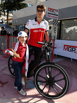Charles Leclerc, Sauber on a bike and a young fan