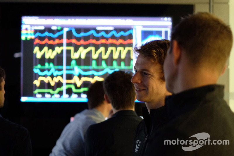 Participantes del McLaren World's Fastest Gamer