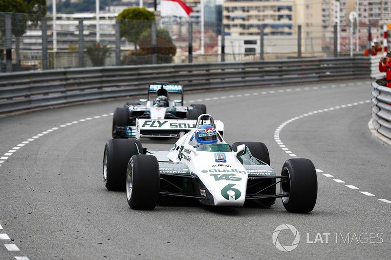 Koke Rosberg se reencuentra con su Williams FW08 Cosworth de 1982 en una exhibición con su hijo Nico Rosberg, que se puso al volante del Mercedes W07 Hybrid de 2016