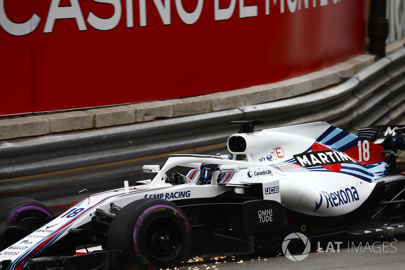 Lance Stroll, Williams FW41, drives with damage front wing