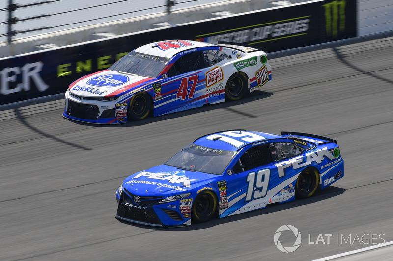 Daniel Suarez, Joe Gibbs Racing, Toyota Camry PEAK, A.J. Allmendinger, JTG Daugherty Racing, Chevrolet Camaro Kroger ClickList