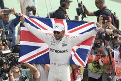 Lewis Hamilton, Mercedes-Benz F1 campeón del mundo