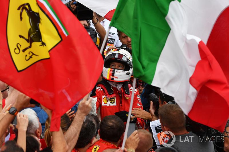 """""""Perfeito é provavelmente uma boa maneira de descrever. Inacreditável. Ter uma corrida como a de hoje é inacreditável. Depois de um longo período da Ferrari sem vencer aqui, eles estavam super felizes."""""""