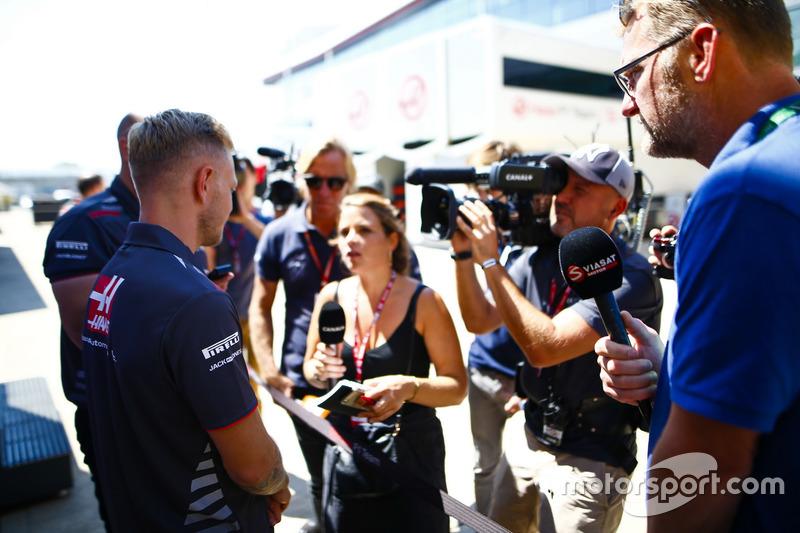Kevin Magnussen, Haas F1 Team, parle aux médias
