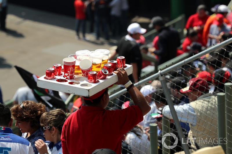 Vendedor de cerveza y bebidas