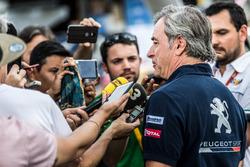 Carlos Sainz, Peugeot Sport avec les médias