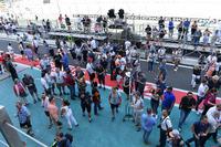 Fans en pit lane