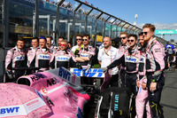 Force India F1 mechanics on the grid