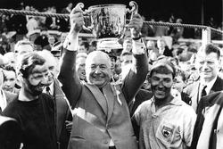 Tony Brooks, Tony Vandervell, Stirling Moss after winning for Vanwall