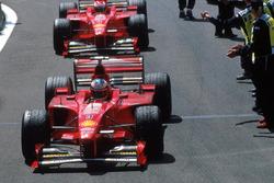 1. Michael Schumacher, Ferrari, 2. Eddie Irvine, Ferrari