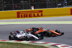 Felipe Massa, Williams FW40, collides, Stoffel Vandoorne, McLaren MCL32, leading to the latter drivers retirement