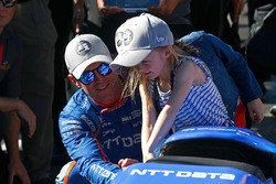 Scott Dixon, Chip Ganassi Racing Honda celebrates winning the Verizon P1 Pole Award with daughters Poppy and Tilly and wife Emma