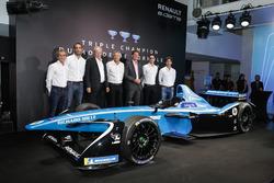 Sebastien Buemi e Nicolas Prost, Renault eDAMS con Alain Prost, Jean-Paul Driot, Cyril Abiteboul e Jérome Stoll, Renault