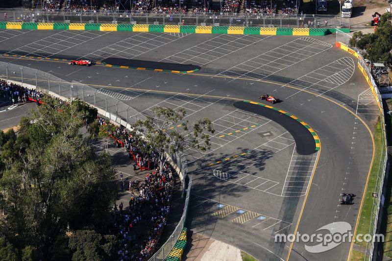 Max Verstappen, Red Bull Racing RB13, leads Romain Grosjean, Haas F1 Team VF-17