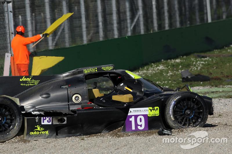 Nach dem Unfall: #19 M.Racing - YMR, Norma M 30 - Nissan: Gwenael Delomier