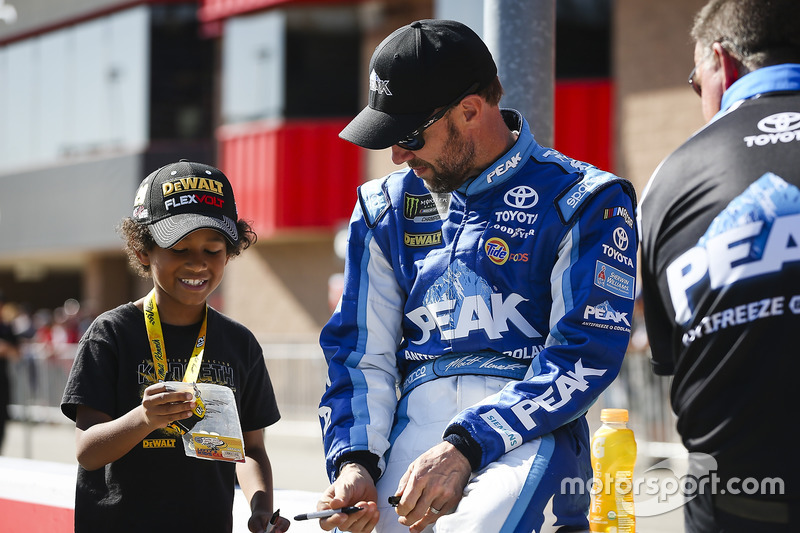 Matt Kenseth, Joe Gibbs Racing, Toyota, mit jungem Fan
