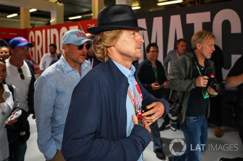 Woody Harrelson, Actor y Owen Wilson, Actor en el garaje de cars 3