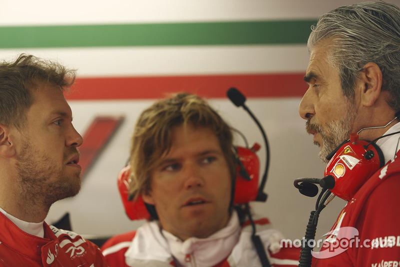 Sebastian Vettel, Ferrari, Maurizio Arrivabene, Team Principal, Ferrari