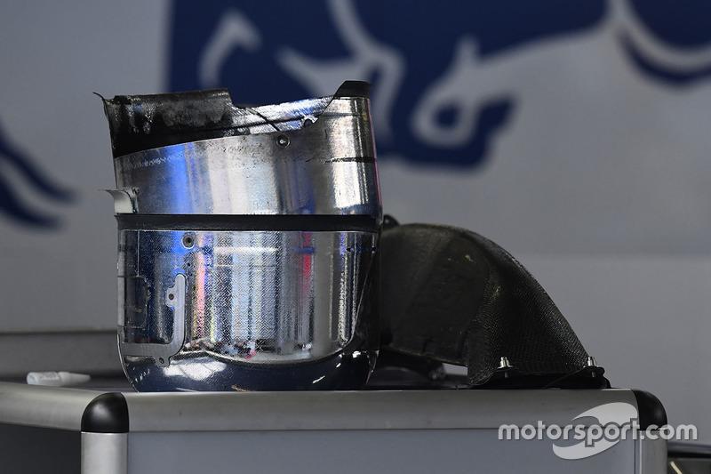 Scuderia Toro Rosso STR12 brake shroud