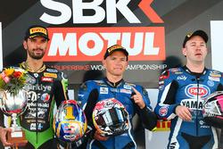 Le vainqueur Sheridan Morais, Kallio Racing Yamaha, le deuxième Kenan Sofuoglu, Kawasaki Puccetti Racing, et le troisième Lucas Mahias, GRT Yamaha Official WorldSSP Team