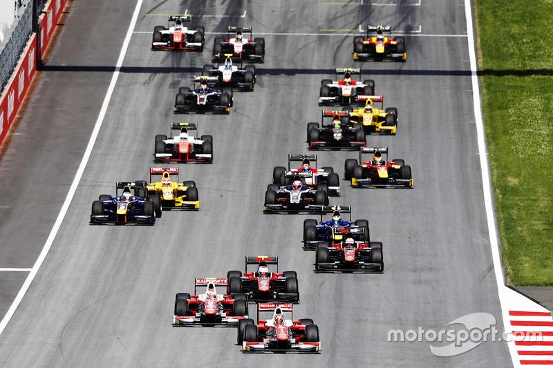 Старт гонки: лидирует Шарль Леклер, PREMA Powerteam