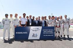 Gruppenfoto: Die LMP1-Fahrer für die 24h Le Mans 2017 mit Mark Webber, Chase Carey, Jean Todt und Pierre Fillon
