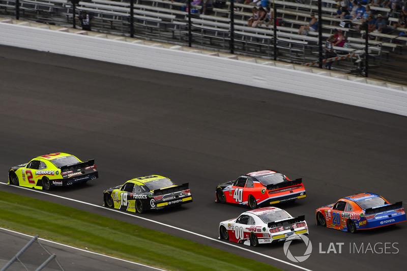 Paul Menard, Richard Childress Racing Chevrolet y Matt Tifft, Joe Gibbs Racing Toyota