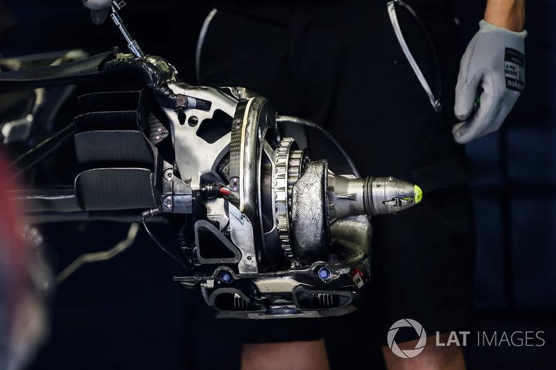 Задні гальма та кріплення колеса Red Bull Racing RB13
