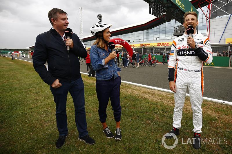 Sky David Croft, Natalie Pinkham y Jenson Button, McLaren