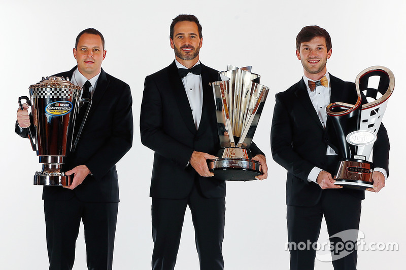 Camping World Truck Series Campeón Johnny Sauter, NASCAR Sprint Cup Series Campeón Jimmie Johnson, y