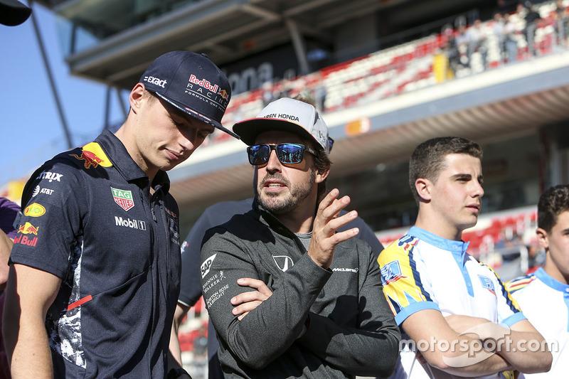 Макс Ферстаппен, Red Bull Racing, и Фернандо Алонсо, McLaren