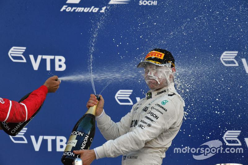 Podium: race winner Valtteri Bottas, Mercedes AMG F1 celebrates on the podium with champagne