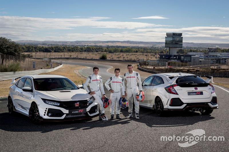 Marc Márquez, Dani Pedrosa y Toni Bou en el acto de entrega del Honda Civic Type R