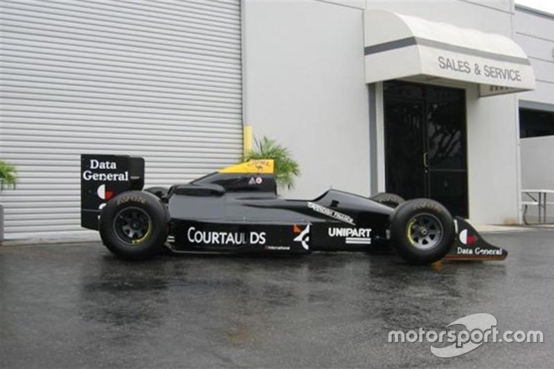 Esta Tyrrell 017/4, guiada por Jonathan Palmer em 1988 está à venda por 413 mil reais