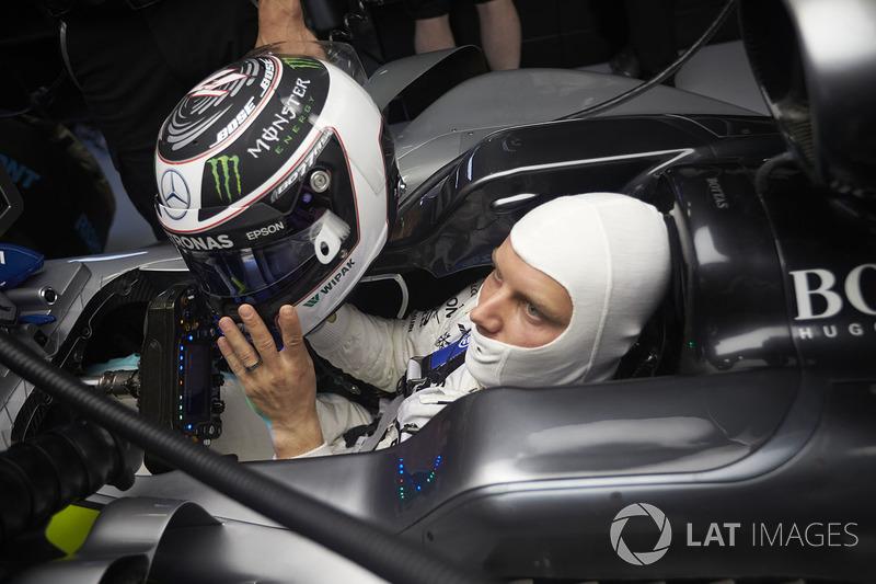 Valtteri Bottas, Mercedes AMG F1, puts his helmet on