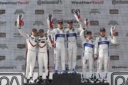 Подіум у класі GTLM: переможці Дірк Мюллер, Джоі Хенд, Chip Ganassi Racing Ford, на другому місці Джанмарія Бруні, Лоранс Вантор, Porsche Team North America, на третьому місці Райан Бріско, Річард Вестбрук, Chip Ganassi Racing Ford