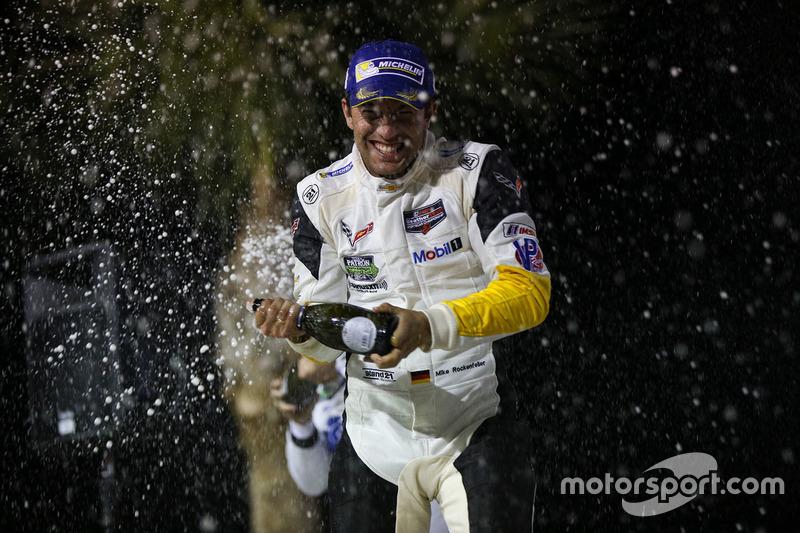 Podio GTLM: il vincitore Mike Rockenfeller, Corvette Racing