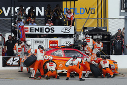 Kyle Larson, Chip Ganassi Racing Chevrolet pit stop
