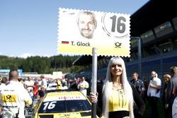 Gridgirl für Timo Glock, BMW Team RMG, BMW M4 DTM