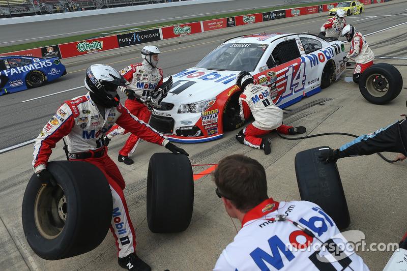 Tony Stewart, Stewart-Haas Racing, pit action