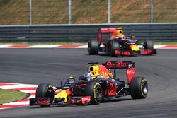 Daniel Ricciardo, Red Bull Racing RB12 lidera a su compañero Max Verstappen, Red Bull Racing RB12