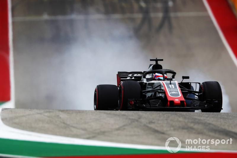 Romain Grosjean, Haas F1 Team VF-18, locks a brake