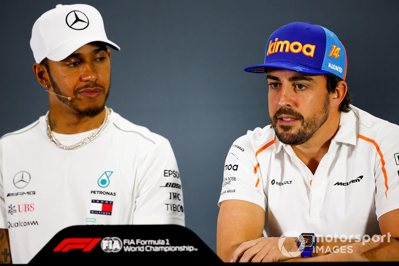 Fernando Alonso, McLaren, and Lewis Hamilton, Mercedes AMG F1, in the press conference