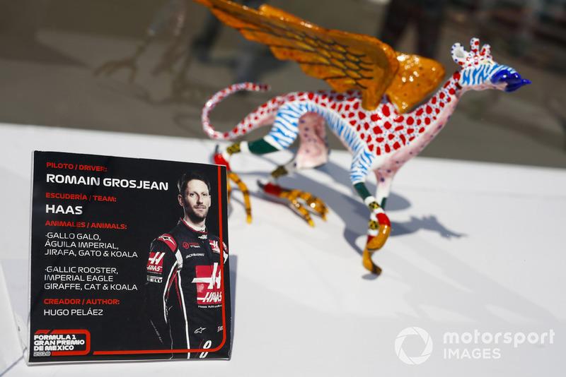 La table de Romain Grosjean pour la séance d'autographes