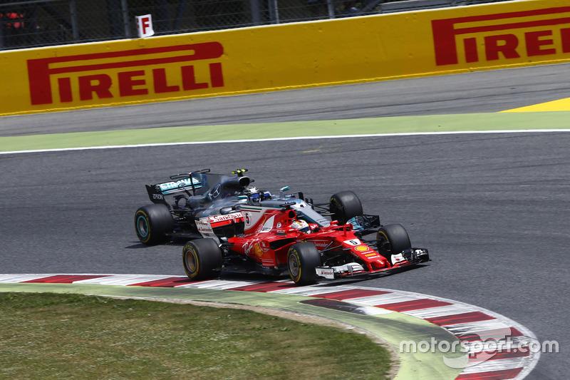 Sebastian Vettel, Ferrari SF70H, battles, Valtteri Bottas, Mercedes AMG F1 W08